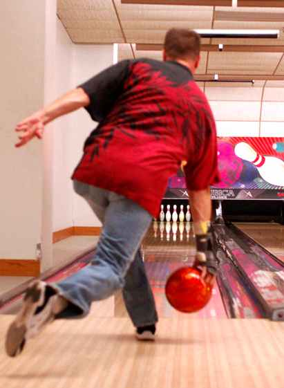 How to Hold a Bowling Ball Properly and Safely • Mounts